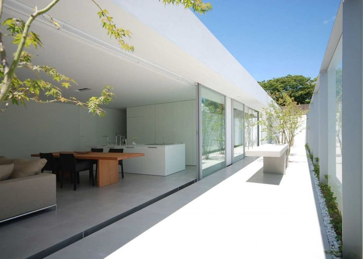 Courtyard of the Horizon Roof House by Shinichi Ogawa & Associates.