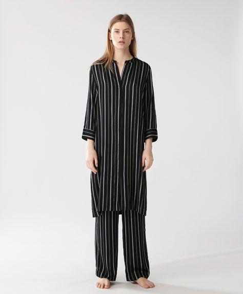 Черно-белая ночная рубашка - ПИЖАМЫ - Тенденции женской моды весна лето 2017 на Oysho онлайн: нижнее белье, спортивная одежда, пижамы, купальники, бикини, боди, ночные рубашки, аксессуары, обувь и аксессуары. Модели для каждой женщины!