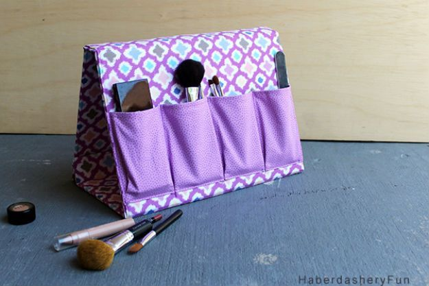 Make Up Organizer   21 Easy Sewing Projects You Can Give as Gifts for Your Teens