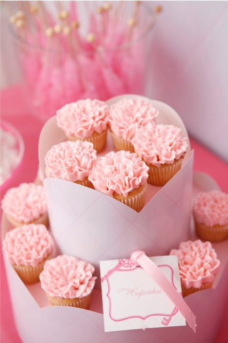 Beautiful cupcakes.: Flowers Cupcakes, Valentines Cupcakes, Cupcakes Frostings, Wedding Cupcakes, Valentines Day, Bridal Shower, Pink Cupcakes, Minis Cupcakes, Baby Shower