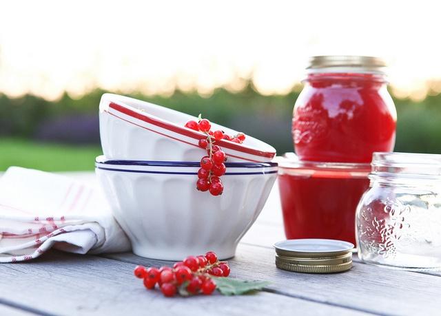 aalbessenconfituur/red currant jam by photo-copy, via Flickr