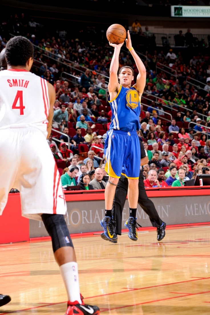 3.17.13 | Klay Thompson and Stephen Curry led the Warriors to a huge 108-78 win over the Houston Rockets on Saturday night.