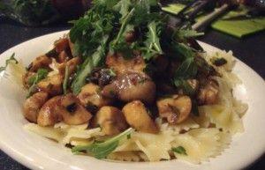 Farfalle met paddestoelen is een eenvoudig en lekker pasta gerecht. In dit recept gebruiken wij kastanjechampignons, oesterzwammen en champignons en deze combinatie geeft een unieke smaaksensatie aan het gerecht. Dit recept is voor ongeveer 4 personen en...