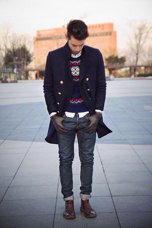 重點內層:節慶、花色毛衣內搭素色襯衫 x 原色褲 x 深色皮靴; 以素色質感凸顯重點毛衣
