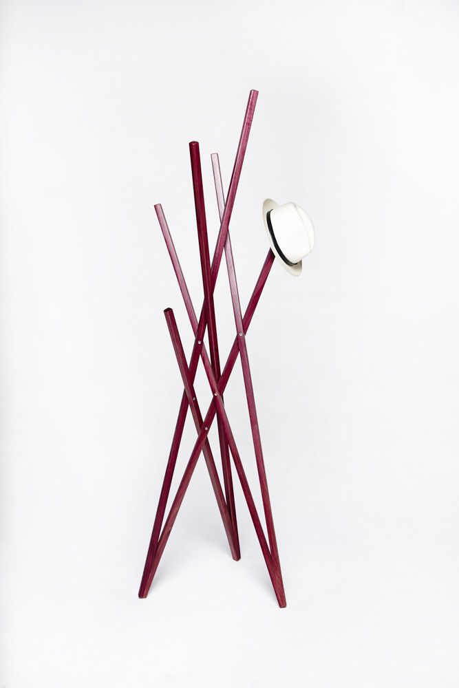 Hashi clothes valet // mancebo Hashi // design Paulo Alves // purpleheart wood / madeira Roxinho // photo Victor Affaro