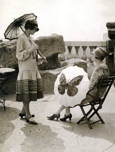 1920's drop-waist dresses and parasols