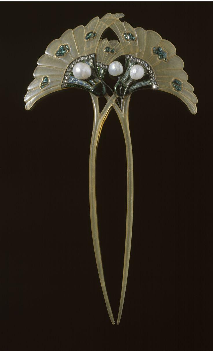 "Georges Fouquet | ""Spillone Doppio"" 1905-1906. Horn, gold, enamel on mesh, diamonds, pearls."