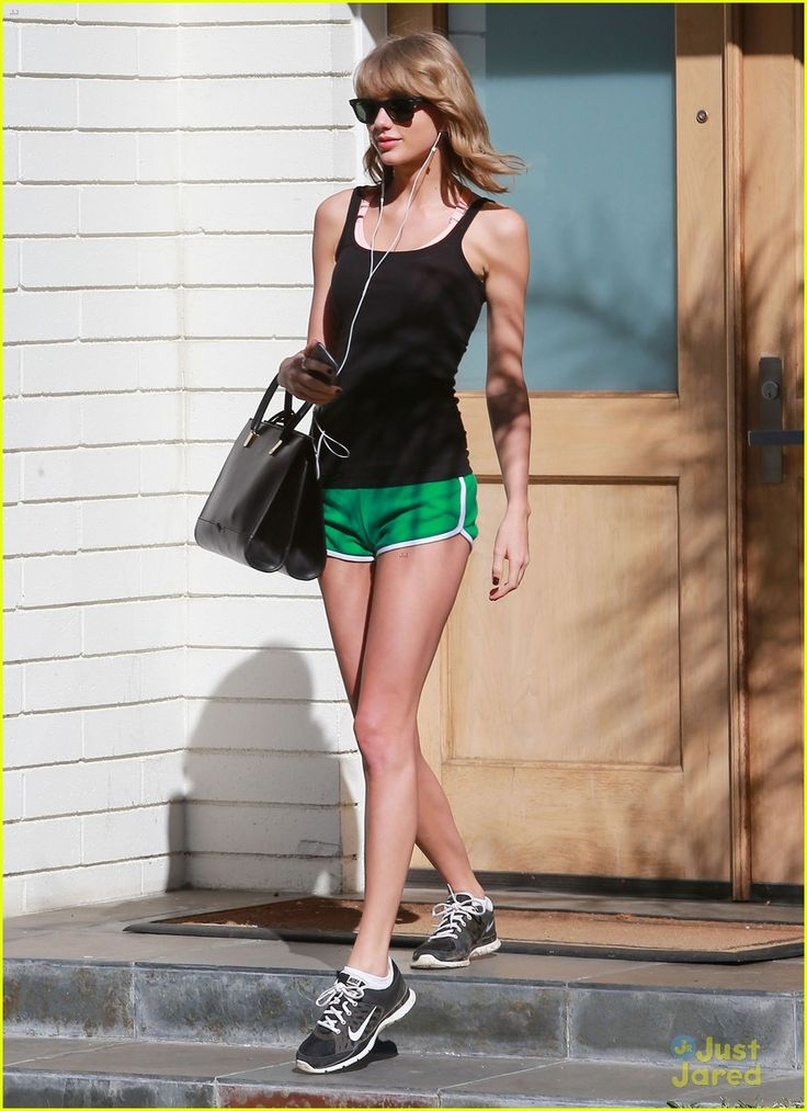 Taylor Swift goes green while taking in the sun during a hike on Monday (March 30) in Hollywood.
