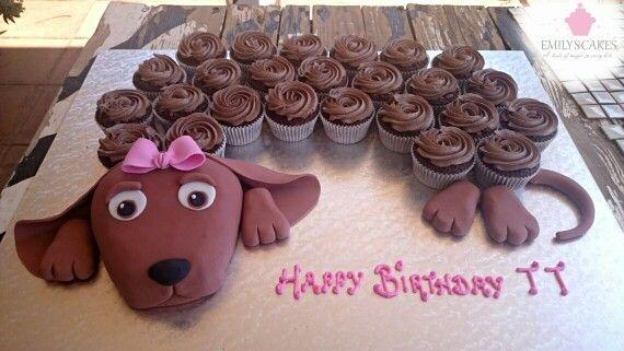 Such a cute idea. A Dachshund cake made with cupcakes as the body. #Dachshund #Dachshundcake #Cupcakes #EmilysCakes #emilyscakessa #bestcakesinjhb