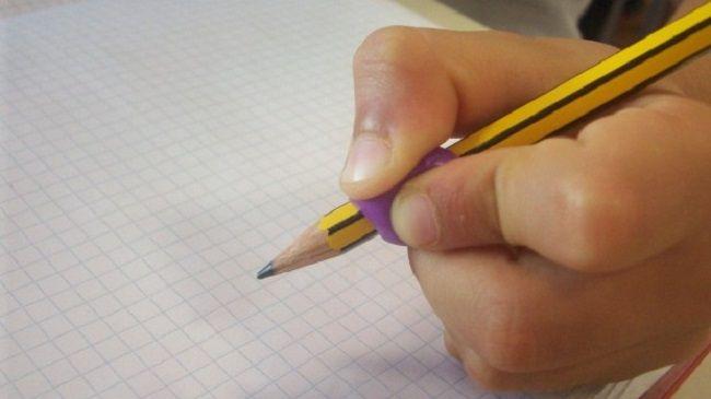Il modo in cui tenete la penna è un ottimo indicatore per scoprire tratti della vostra personalità e tipici della vostra indole. se non lo sapevate, leggete. Come impugnate la penna?… Il modo in cui tenete la penna è un ottimo indicatore per scoprire tratti caratteristici della vostra personalità e tipici della vostra indole. Se…