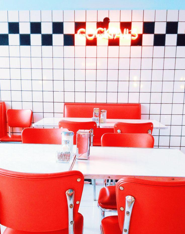 lanchonete retrô anos 50 cadeiras vermelhas estilo grease trixie roteiro de viagem buenos aires palermo hollywood    blog do math  www.blogdomath.com.br  insta: @mathdoblog    Usou? Dê os créditos!  Vamos fazer da internet um lugar melhor (juntos)