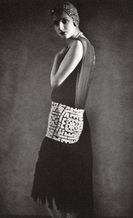 1929 -  Robe du soir en mousseline de soie noir. Création de J. Suzanne Talbot