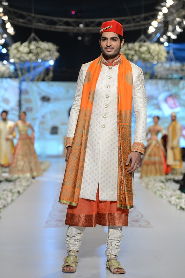 Sherwani by Deepak Perwani at PBCW 2014