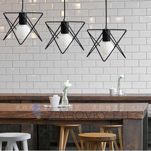 Moderné kreatívne svietidlo v čiernej farbe na žiarovky typu E27 je svietidlo určené na strop v luxusnom modernom a zároveň kreatívnom vzhľade. Svietidlo je vhodné do obývacej izby, kuchyne, jedálne, spálne, reštaurácie a pod. Svietidlo je v modernom kreatívnom vzhľade a je vhodné ako dekorácia do každej domácnosti. Závesné svietidlo je zárukou obdivu vašej domácnosti alebo chalupy, reštaurácie a pod. Toto kreatívne svietidlo sa nesie v rustikálnom a zároveň kreatívnom duchu a zaručí…