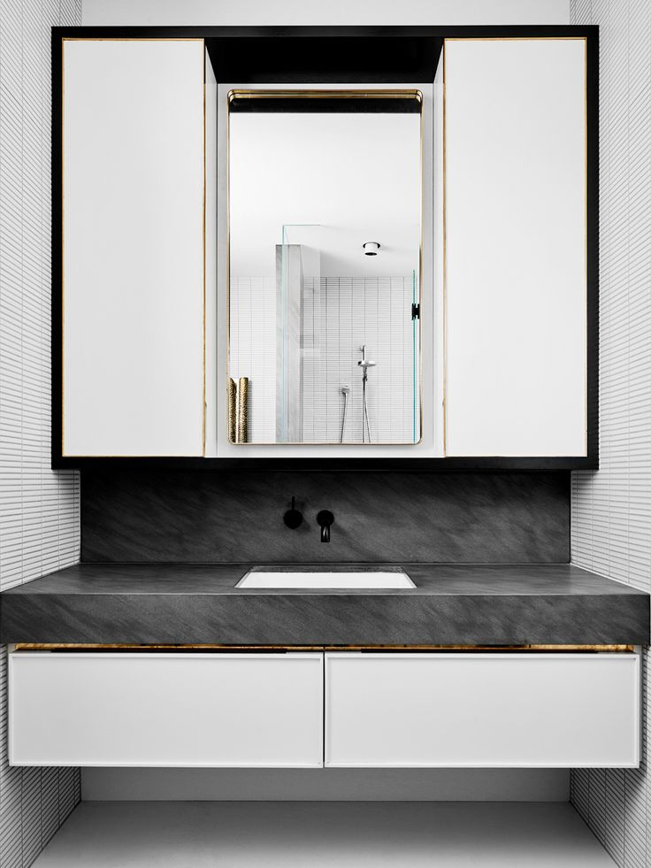 Australian Studio Flack designed this house in Melbourne. The most interesting in the house – the kitchen. This is a minimalist lover's dream. Straight clean lines, smooth surfaces,...