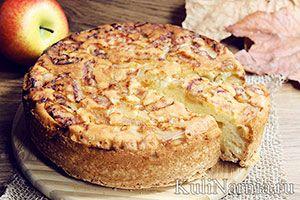 Пышная классическая шарлотка с яблоками не теряет своих вкусовых качеств и на следующий день, решая вопрос с полдником и сладким перекусом.