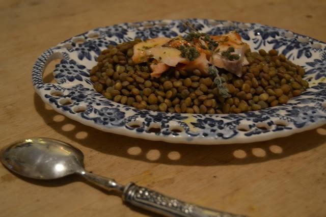 Insalata tiepida di lenticchie e salmone al mandarino