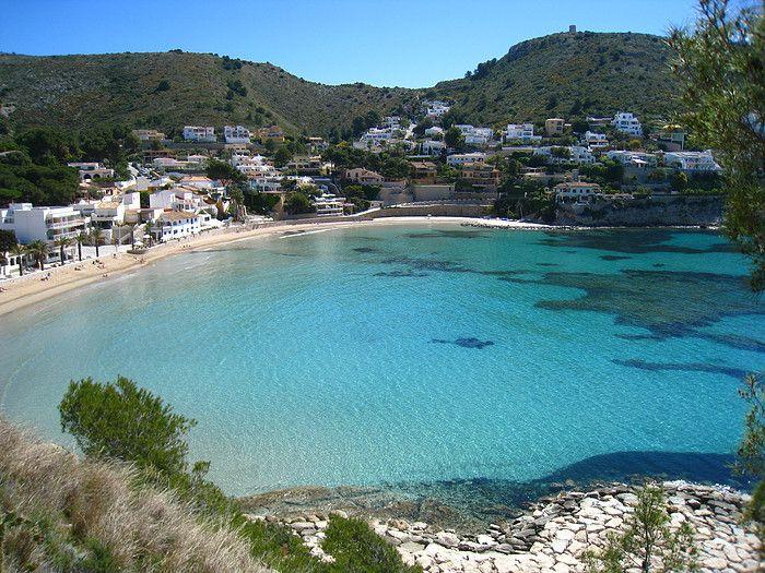 """El Portet /Costa Blanca. Spain     Hier bevindt zich een van de mooiste stranden van Moraira, gelegen tussen 2 landtongen ligt het  hier heerlijk beschut.  Photo made by """"Renate de Haan"""""""