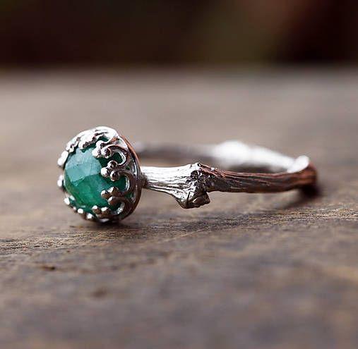 Větvičkový prsten stříbrný se smaragdem