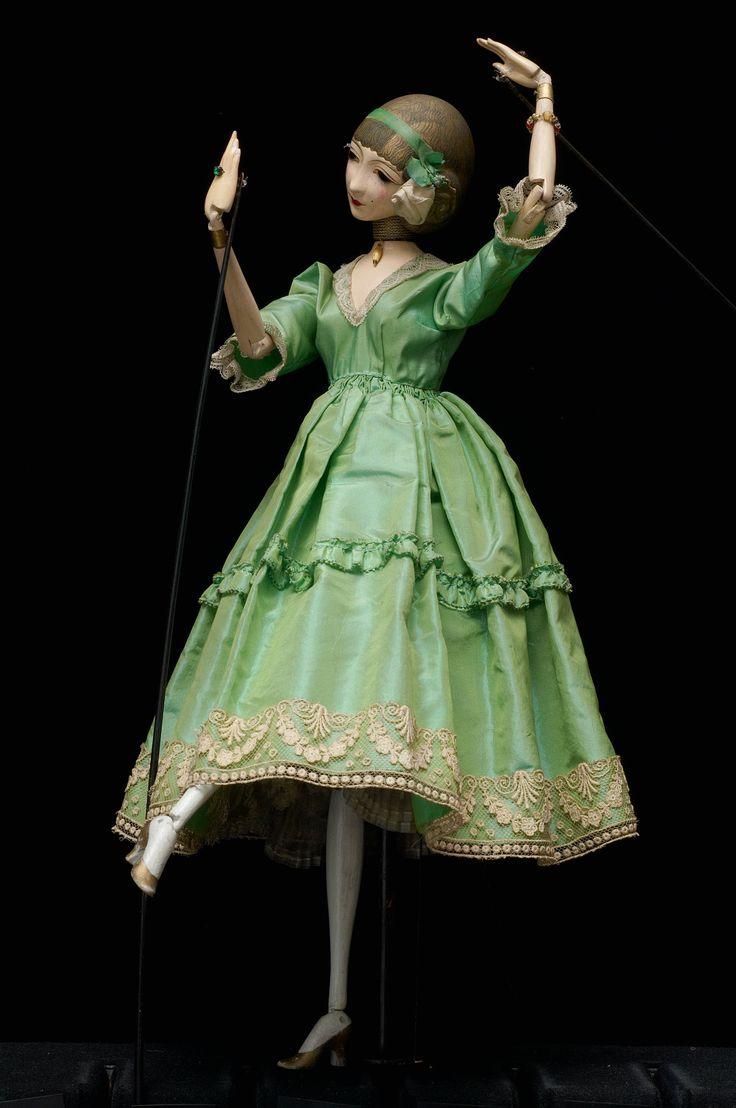 Figure Mirror; Green Dancer rod puppet by Richard Teschner~Image © Theatre Museum, Vienna