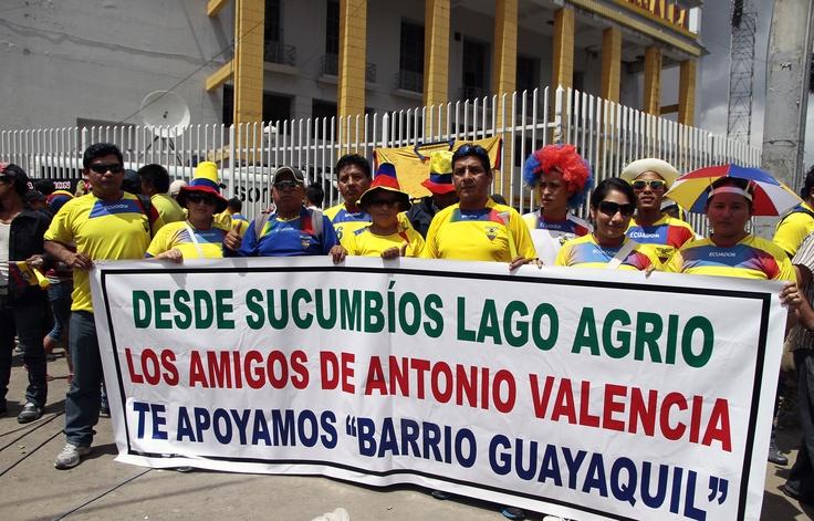 Hinchas llegaron desde la provincia oriental de Sucumbíos a Quito para el partido de la Selección.