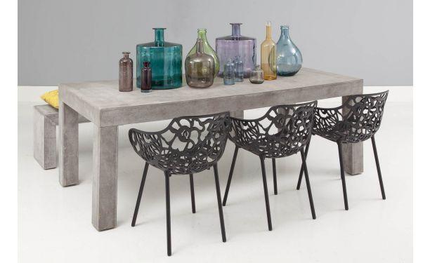 Vanaf de eerste blik op eetkamertafel Blox is al duidelijk dat dit een bijzonder ontwerp is. Dit Italiaans design is met zijn robuuste beton...