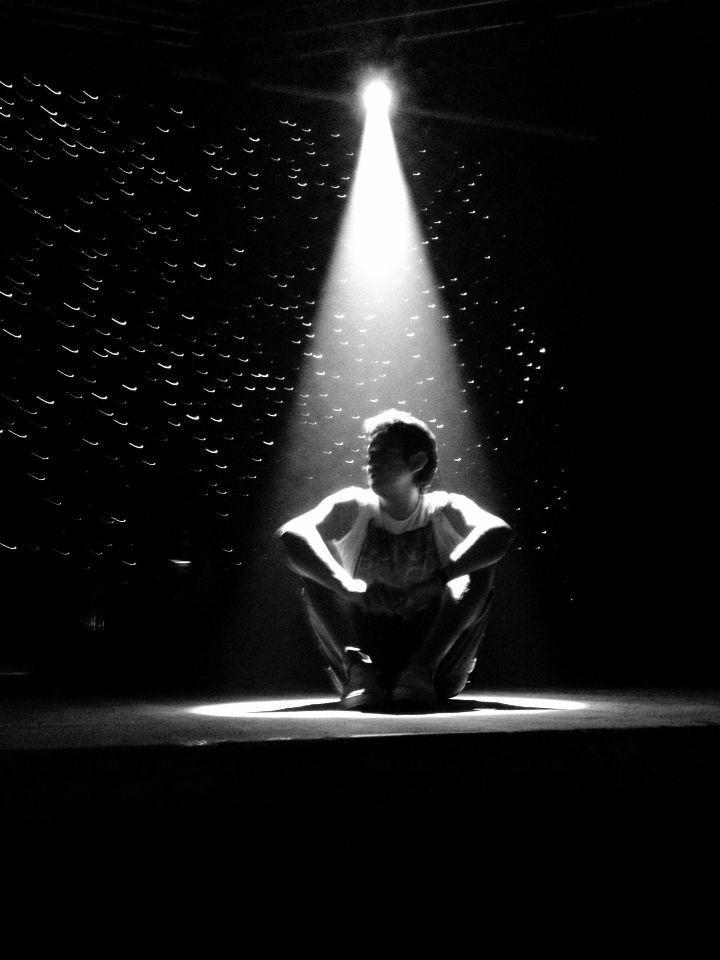 Bajo un rayo de luz