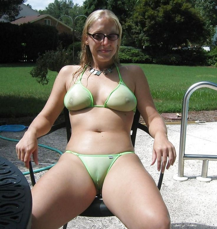 Camel Toe Showing In Nude Photos 39