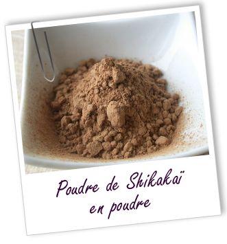 Shampooing végétal Shikakaï Riche en saponines végétales, cette poudre nettoie le cuir chevelu tout en rendant les cheveux doux et soyeux. Le shikakaï est aussi connu pour prévenir les pellicules et favoriser la pousse des cheveux.  Aroma-Zone