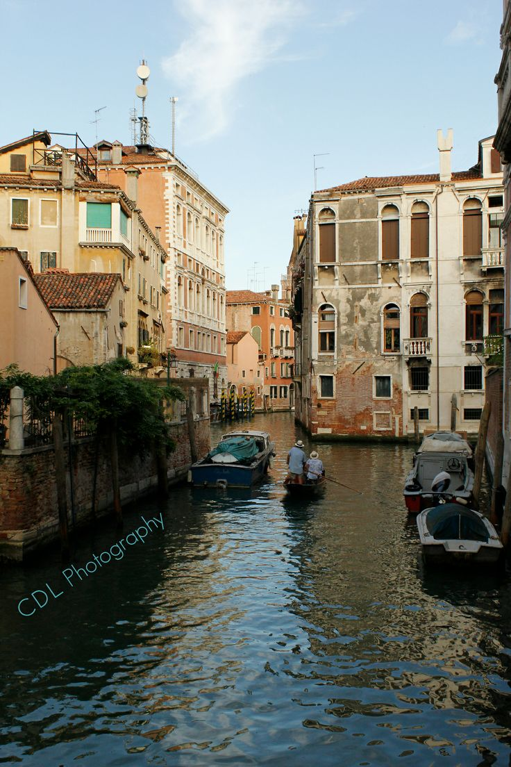 """Back """"alley"""" in Venice, Italy...love that it is different!"""