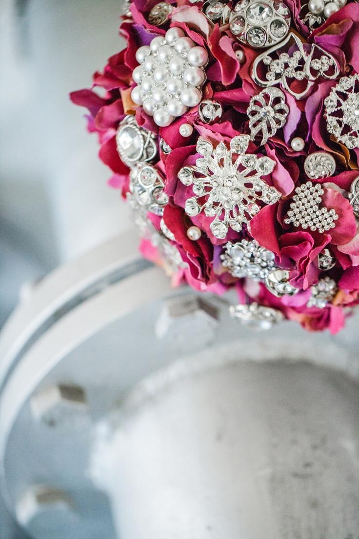 Purple hydrangea brooch bouquet by Bukieteria (PL) / fot.: http://2xfoto.pl/