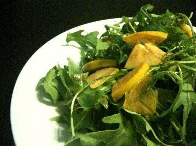 バルサミコと甘めの白ワインビネガー、オリーブオイルを使ったシンプルなドレッシングで♪ - 118件のもぐもぐ - ルッコラと柿 cachi のサラダ by 小鍋 (pentolina)