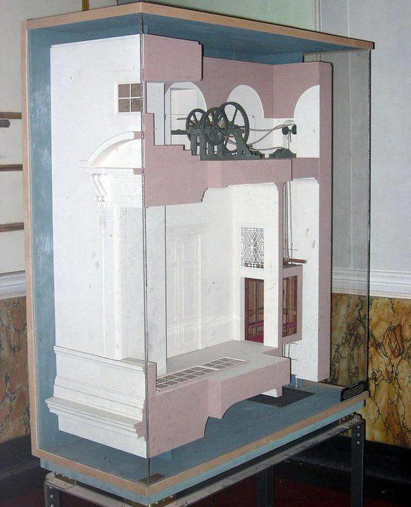 #ZoomMW conoscete la Sedia Volante?dal 1845 c'è un ascensore alla Reggia costruito da Genovese -> il modello e poi.