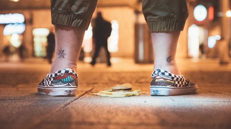 All the food lovers out there in the world!  Vans Classic Slip-On Late Night Burger:  http://www.footshop.eu/en/mens-shoes/6479-vans-classic-slip-on-late-night-burger-check.html   #vans #latenightpack #footshop