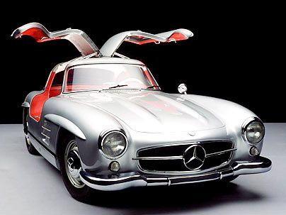 Among the most impressive cars in the world is one of the Mercedes-Benz 300 SL, legendary 1954. This legend is alive in all their glory in their own four walls: The 24consecutive time seems Mercedes-Benz 300 SL unique calendar with pictures fromrenowned automotive photographer René Staud