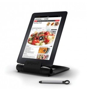 Cuisinez de manière simple et pratique grâce à ce lutrin de cuisine pour tablette « I prep » sur lequel vous pourrez poser votre tablette numérique.