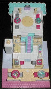 1993 - Polly Pocket Pizzeria - Pollyville    aka Polly's Pizza Place - Tiny World    Bluebird Toys Ref. No 940311