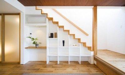 家の中にはデッドスペースと思われる場所がいくつかありますが、一番先にあがるのは階段下のスペースではないでしょうか。このスペースを活用することで、リビングダイニングや玄関を広く取ることもできるのです。目からウロコの階段下活用術をご紹介します。