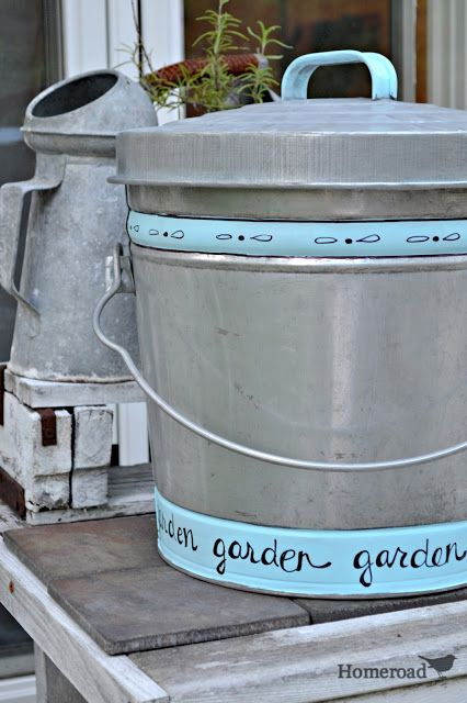 Patio Paint and Aging Galvanized Steel http://www.homeroad.net/2013/06/patio-paint-and-aging-galvanized-steel.html