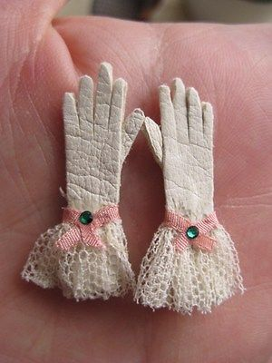 Dollhouse miniature Victorian Artisan antique leather gloves 1:12 scale
