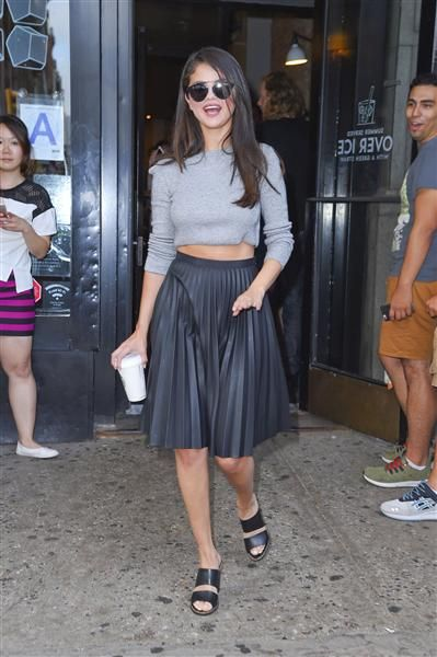 Selena Gomez hace una parada en un Starbucks en SoHo, Nueva York, el 19 de agosto de 2015.¿Nos sigues en Facebook?