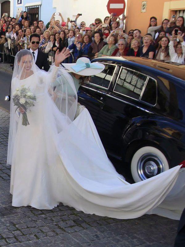 espectacular eva gonzalez vestida de novia. boda de cayetano rivera