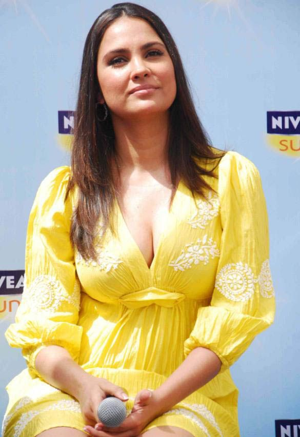 Lara+Dutta+at+the+launch+of+NIVEA+Sun+in+India+Mycineworld+Com+(14).JPG (585×852)