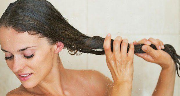 6 Astuces pour des cheveux parfaits Presque toutes les femmes se plaignent de leur chevelure. Manque de volume ou de brillance, boucles ingérables, pointes qui fourchent, cheveux qui graissent vite, il y a toujours quelque chose qui cloche. Pourtant avoir une chevelure parfaite est un rêve accessible. Pas besoin de se ruiner en soins de beauté, masques ou traitements hors de prix. Voici 6 astuces naturelles et simples qui vous permettront d'avoir des cheveux résistants, brillants et en bonne…