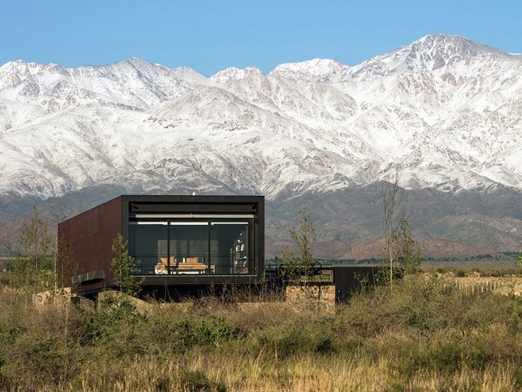 a4 estudio elevates copper-toned home to frame the andes mountains