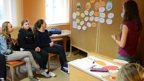 """Workshop zum Projekt Lebensmittel• Donaustadt bei den """"Green Days"""" der Jugend-Umwelt-Plattform JUMP im September 2013 in Salzburg.  Jugendliche und LehrerInnen machten sich Gedanken zu Lebensmittelkreisläufen und diskutierten den Umgang mit Lebensmittelüberschüssen."""