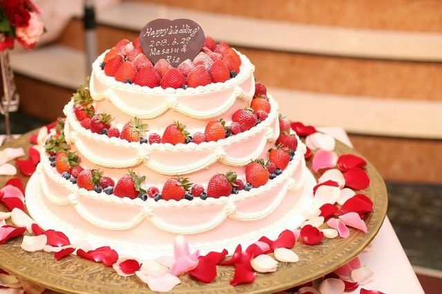 Arden Bliss(アーデンブリス)|結婚式場写真「花嫁の憧れウェディングケーキ!豊富に揃う可愛いデザインの数々!お二人のイラストをもとに世界に一つだけのオリジナルケーキも可能です!」 【みんなのウェディング】