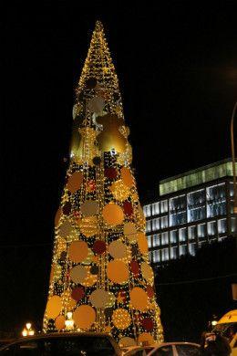 Árbol de Navidad decorado por Tous, en la Plaza de España de Madrid.