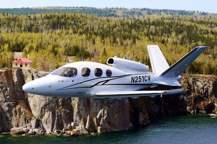 O jatinho da Cirrus voa a velocidade de cruzeiro de 556 km/h (fabricante norte-americana Cirrus Aircraft)