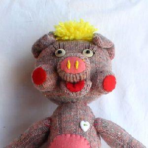 作品の詳細名前 Peach 性別 ブタの女の子 誕生日 2月28日料理上手なブタの女の子。金髪の髪と赤いホッペがチャームポイントです!お気に入りのハートのエプ...|ハンドメイド、手作り、手仕事品の通販・販売・購入ならCreema。